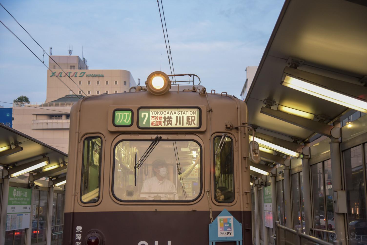 路面電車の夕暮れ