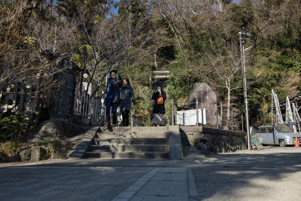 頼朝さんの墓所入口