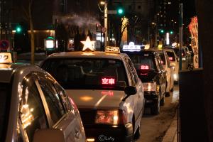 タクシーの車列
